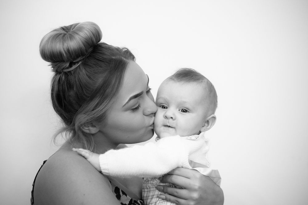 kisses with Mum, baby photographer Maryport