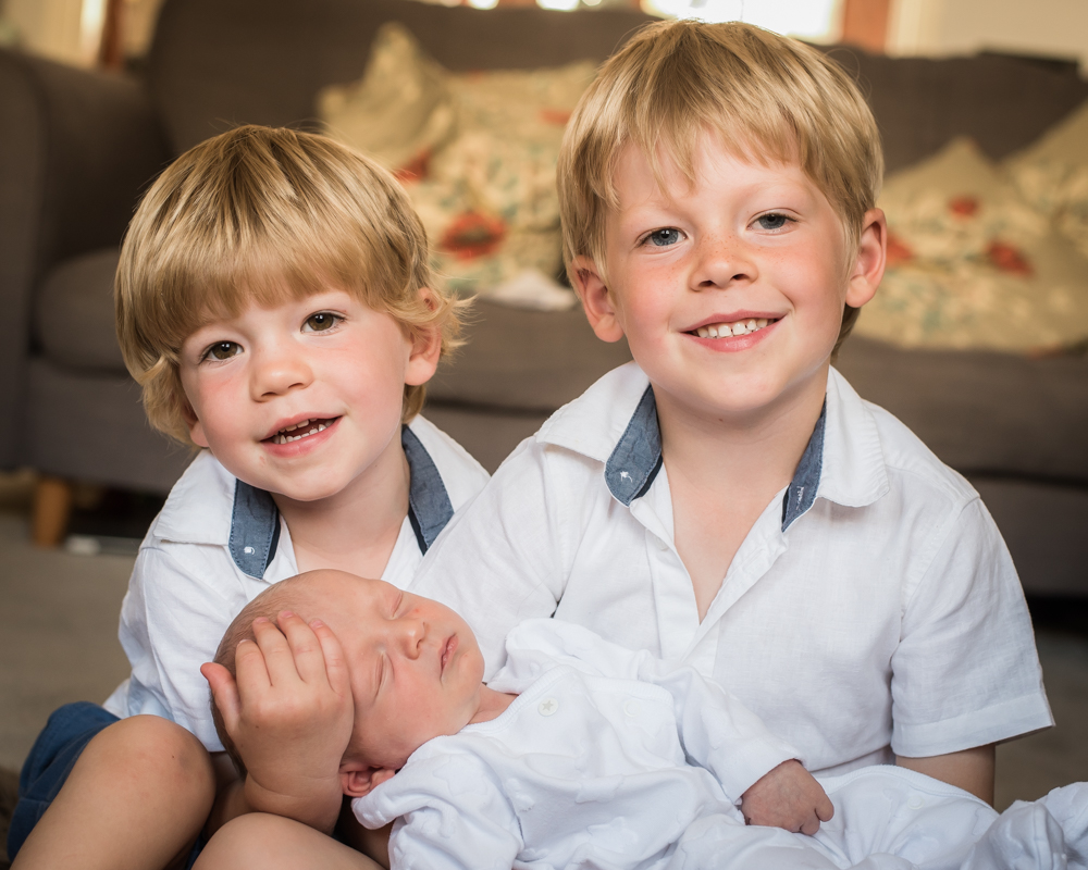 Brothers smiling, newborn portraits with siblings