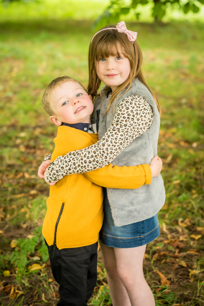 Sibling cuddles, Bitts Park photographs