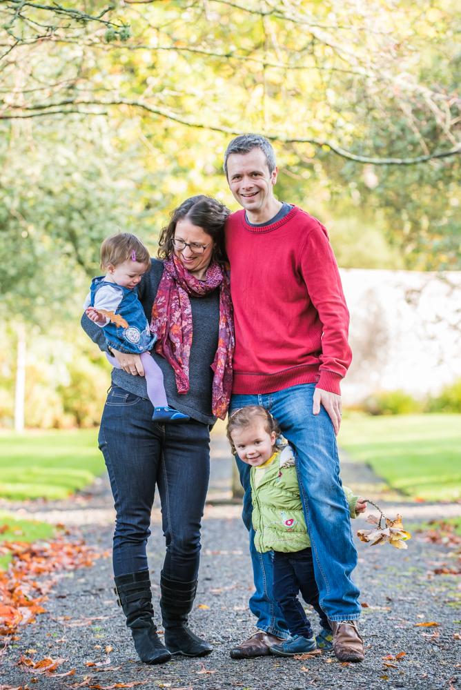 Family posing, Autumn portraits Lakes