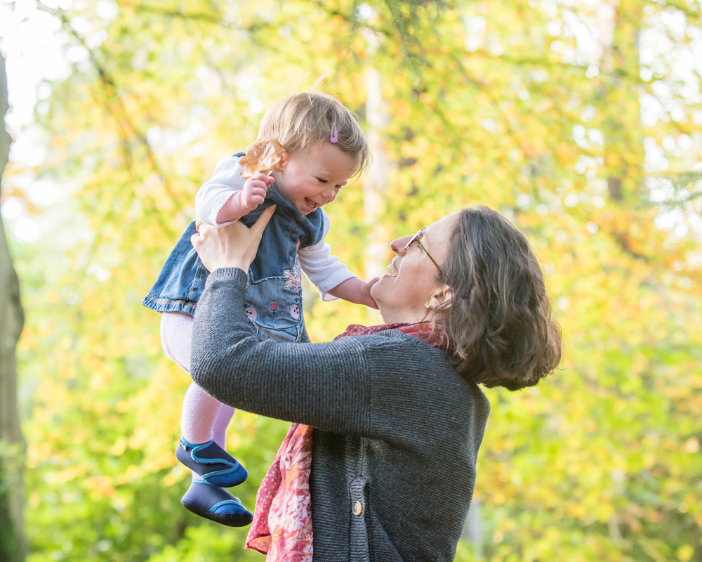 Mum lifting Rowan, baby photographs Autumn